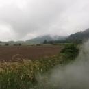 Krajina je zamlžená sama o sobě, do toho pára a kouř z komína :-)