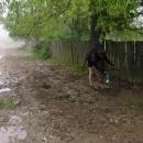 Ani cesty nebyly po dešti nic moc, ale natankovat voda se tu dala