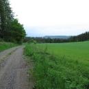 Ten hřeben před námi je přírodní rezervace Rohová, tam se teprve otáčíme zpátky k autu.
