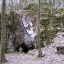 Vchod do malé jeskyně je bohužel zamřížován.