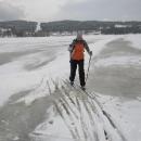 Běžkovat po ledu moc nejde, sníh se zalil vodou