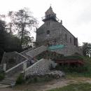 Na vrcholu stojí kostelík Navštívení Panny Marie