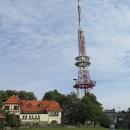 Dále chata a radiový a televizní vysílač