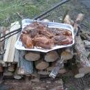Ihned chystáme večeři. Luděk už neměl chuť na buřta, a tak si vymyslel kuřecí steaky.