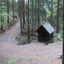 Pramen svaté Anny s kapličkou je ukrytý osamocen v lesích