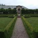 V zámeckých zahradách