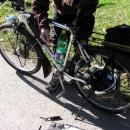 Oprava prasklého lanka přesmykače na Martïnově kole