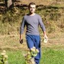 Pavel zachycen bulvárním novinářem s ruličkou v ruce :-)