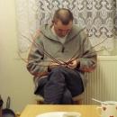 Luděk při pletení pomlázky - dámy, těšte se