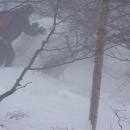 Luděk vrhá z Luže obrovskou kouli sněhu