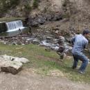 Ještě kládu z řeky vytáhnout