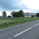 Míjíme Raabův větrný mlýn u Bratříkovic