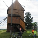 A uhýbáme do Choltic na další větrný mlýn, tentokrát přístupný.