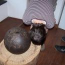 Hančina hlava je menší než dělová koule