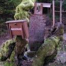 U kapličky je památný strom na místě nějaké šarvátky třicetileté války