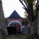Z torza kostela má být památník zničených vesnic