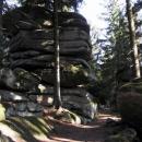 Skály na vrcholu Kamence - avšak ani stopa po zřicenině hradu