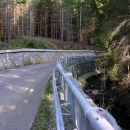 Tak tady po povodních v roce 2002 nezbylo ze silnice skoro nic
