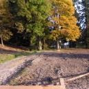 Tam mezi stromy v Žofíně stával lovecký zámeček - zničen v užívání armády