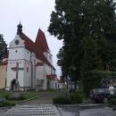 Parkujeme v Horní Stropnici přímo u gotického kostela