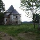 Památník varující před válkou stojí jen kousek od kostela, který nepřežil válku studenou