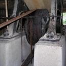 Tento pás převádí sílu vody z mlýnského kola do funkčního katru