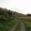 Nicméně přeci jenom se něco dalšího z této dráhy dochovalo - 343 m dlouhý a 10 m vysoký viadukt se 41 oblouky, po kterém dnes sviští pendolína.
