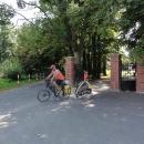 V Radkově se s Ivošem loučíme. Ten si ještě zkouší jízdu s vozíkem a prchá domů do Opavy.