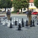 Zábava důchodců na náměstí ve Wolově