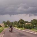 Tenhle mrak nás pronásledoval od Prawikova
