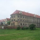 Ještě jeden pohled na zámek v Lubiaži. Zrekonstruovaná je pouze střecha.