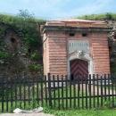 Před vstupem do jádra pevnosti