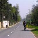 Někdy vede cyklostezka i po vedlejších silnicích
