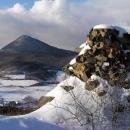Na hradě Ostrý - pohled k Milešovce