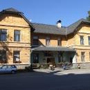 Nádražní budova stanice Nové Hrady se stává i mou občerstvovnou