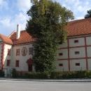 Krásně opravený zámek v Ostrolovském Újezdu
