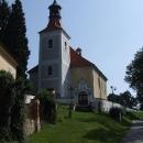 Kostel v Doudlebech už hradiště nepřipomíná