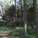 Před vrcholem mne překvapuje toto skalní hradba