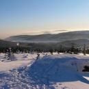 Na horách azuro, v dolinách mlha - výhled do Čech