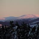 Na hory padá soumrak, začíná krutě mrznout a tak rychle domů