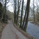 Kousek před Jablonným zkoušíme stezku po druhém břehu řeky, než jezdíme obvykle.