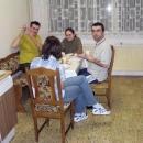 Páteční večeře v kuchyni dívčího internátu