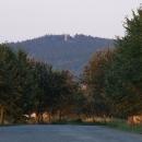 Ohlednutí za hradem Orlíkem při výjezdu z Humpolce, takto nějak mne hrad volal k návštěvě při průjezdech po D1