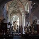 Interiér kostela, zrovna tu na chóru zpívá malý sbor