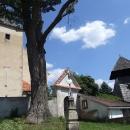 Kostel sv.Lucie v Ježově s dřevěnou zvonicí vedle
