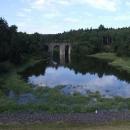 Kamenný železniční viadukt u Němčic na zaniklé trati do Dolních Kralovic