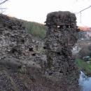Zbořený Kostelec stojí nad zákrutem řeky Sázavy