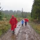 Nevadí, oblékáme pláštěnky, bereme deštníky a vyrážíme vzhůru do hor! Babí hora čeká!