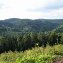 Navečer stoupáme do Rychlebských hor a vidíme Borůvkovou horu i s rozhlednou