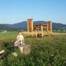 Na Lánském vrchu stojí obří židlička a stoleček